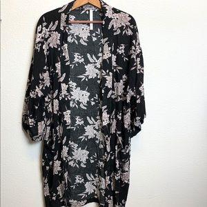 Black and white floral kimono. Onesize calf length